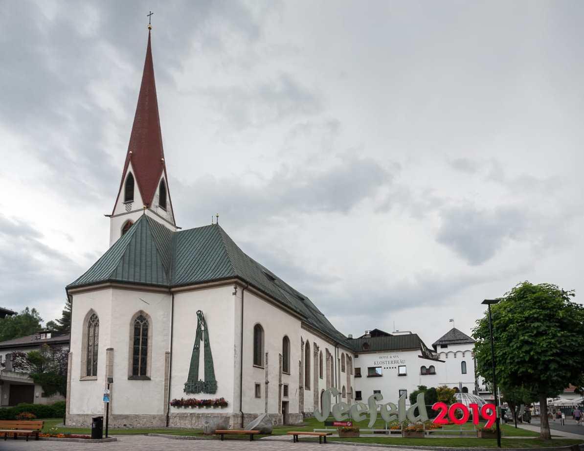 Wallfahrtskirche St. Oswald mit angeschlossenem Kloster, heute Hotel Klosterbräu