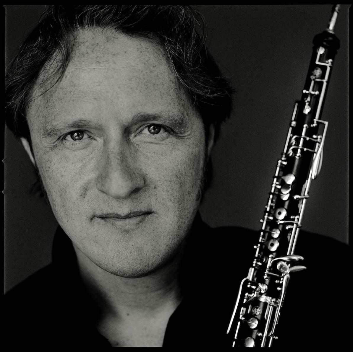 Albrecht Mayer mit Oboe von Matt Hennek, CC BY-SA 3.0-Lizenz, Wikipedia