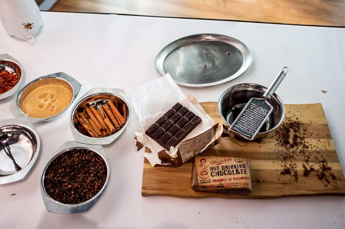 Typische Zutaten für einen Schokoladentrunk