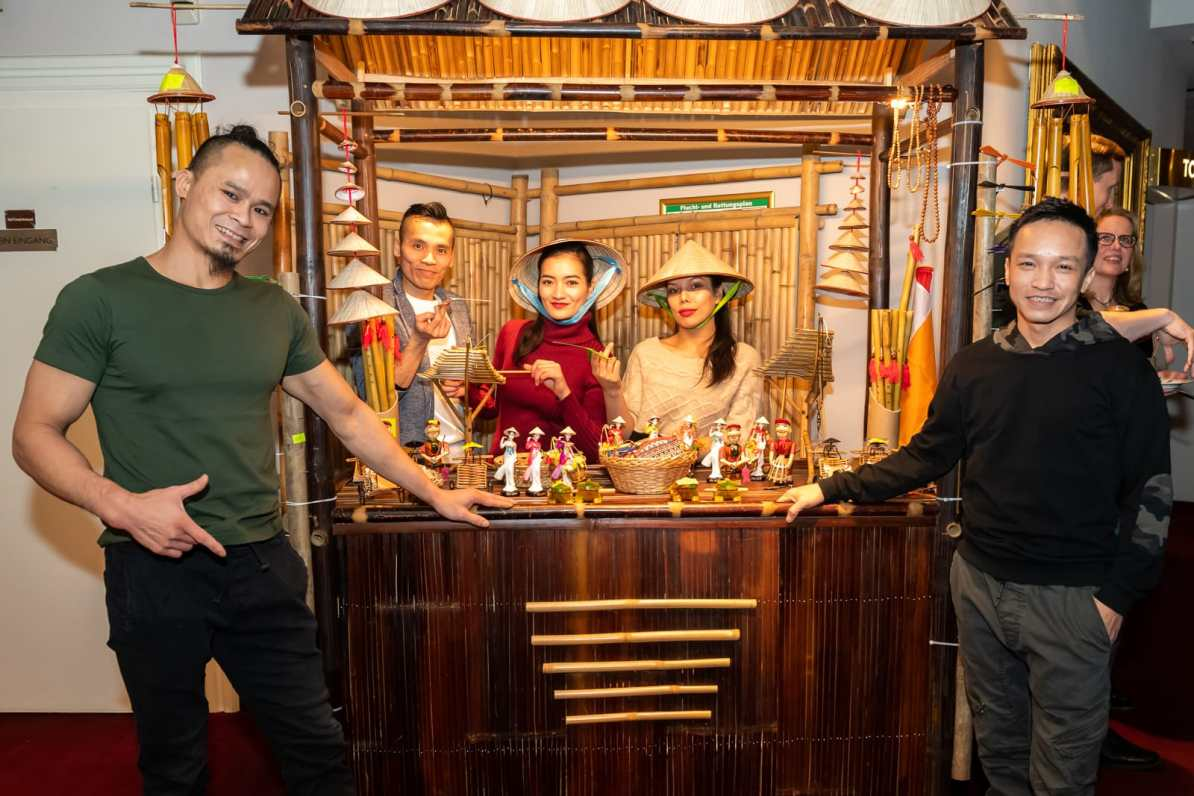 Der kleine Stand mit vietnamesischen Devotionalien im Restaurantbereich des GOP Essen.
