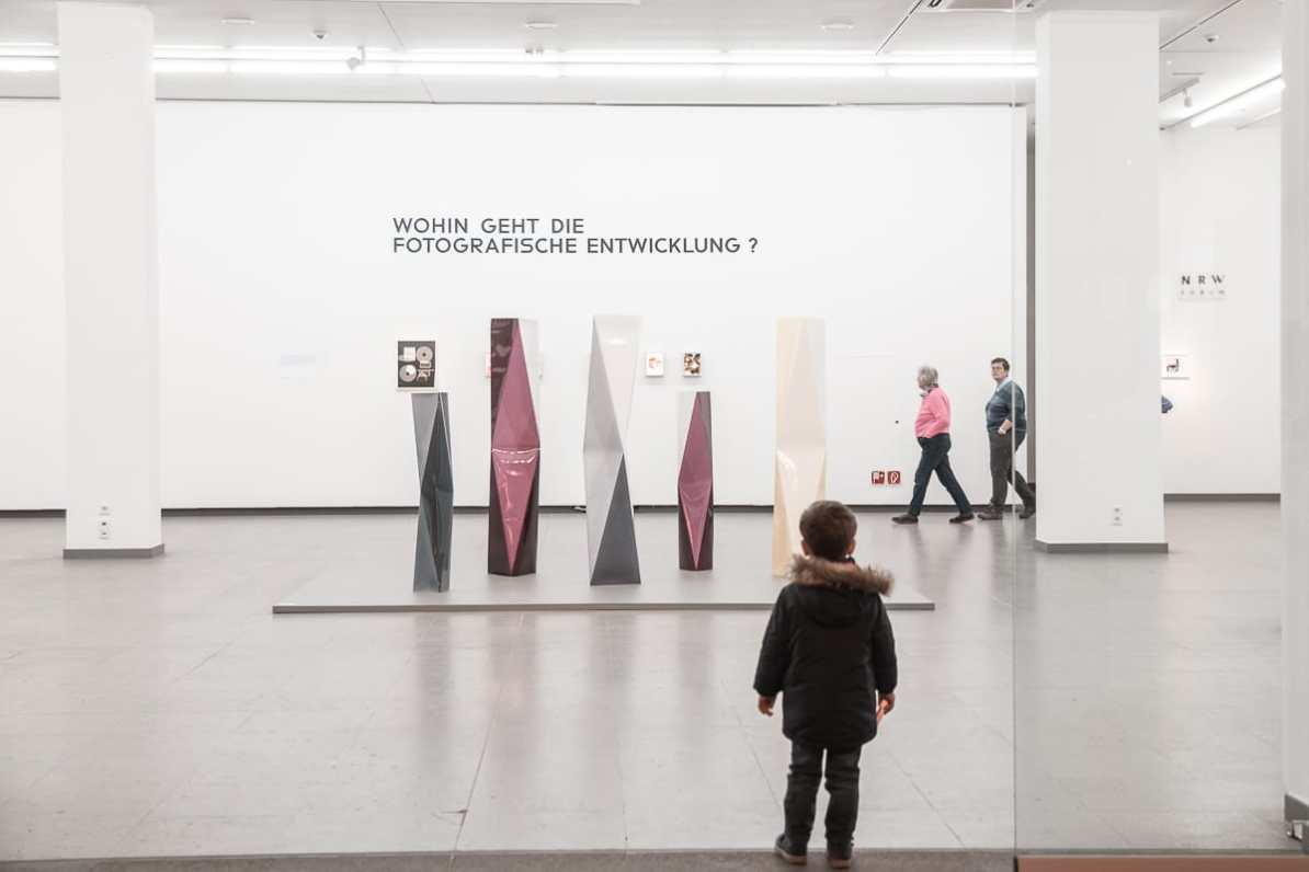 "An der rechten Ausstellungsfläche im Erdgeschoss der Ausstellung ""Bauhaus und die Fotografie"""