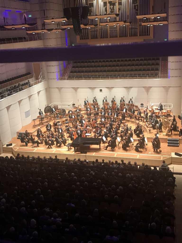 """Dortmunder Philharmoniker beim 3. Philharmonischen Konzert """"Letzte Dinge""""."""