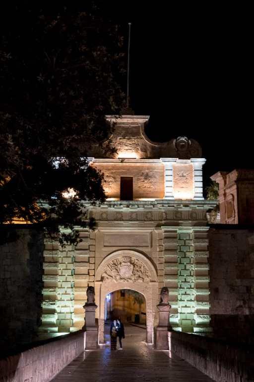 Nachts am Mdina Gate