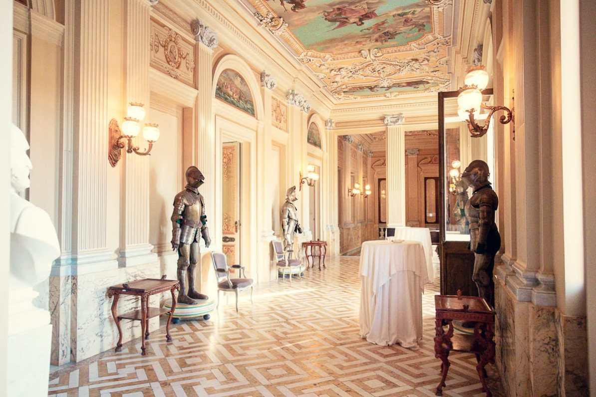 Im Obergeschoss des Palazzos - Ritterrüstung und Barock