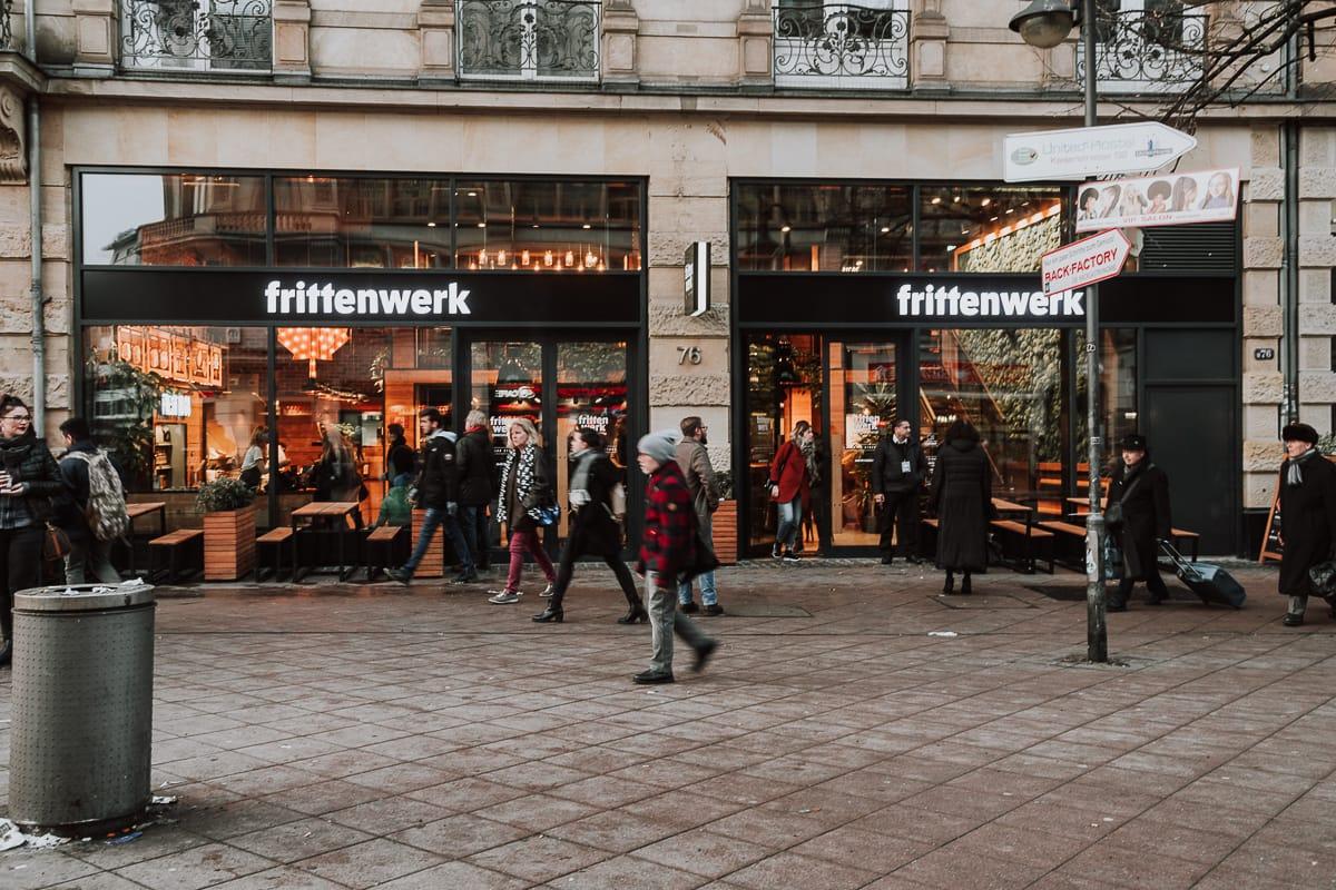 Frittenwerk Frankfurt von außen - Eingang in der Kaiserstraße.
