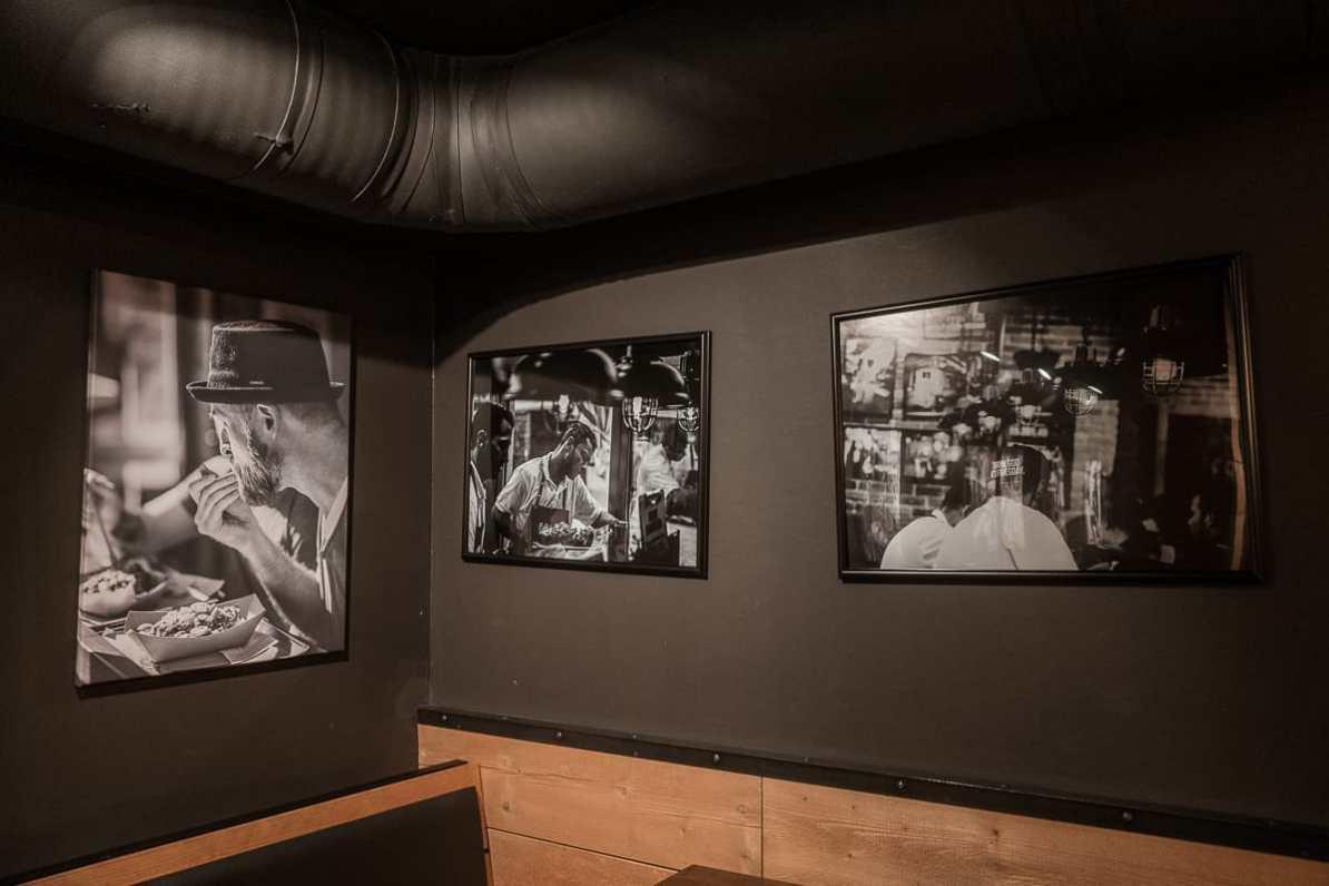 Die typischen Schwarz-Weiß-Fotos des Frittenwerks.