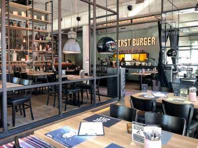 """Inneneinrichtung Burgerheart Hannover - """"But First Burger""""."""