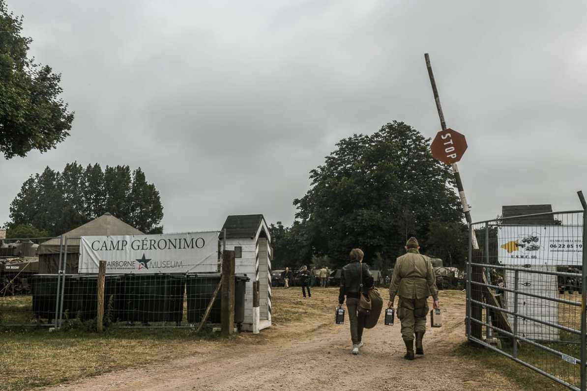 Einfahrt zum Camp Géronimo.
