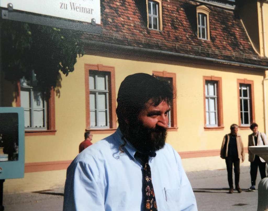 Alex auf dem Theaterplatz - digitales Foto eines analogen Fotos (1999).