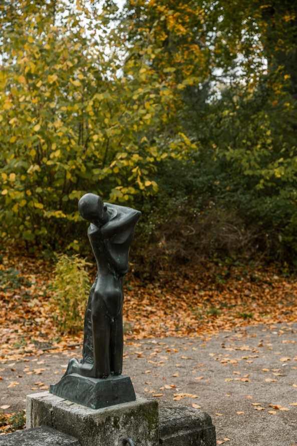 Figur am Brunnen von George Minne.