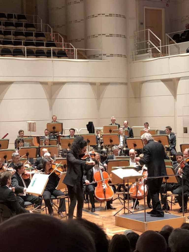 """Nemanja Radulović beim Violinkonzert von """"Düstere Leidenschaft"""", 8. Philharmonisches Konzert 2018/19."""