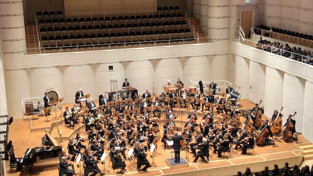 """Dortmunder Philharmoniker bei """"Düstere Leidenschaft"""" unter der Leitung von Markus Stenz, Foto: Anneliese Schürer/Dortmunder Philharmoniker"""