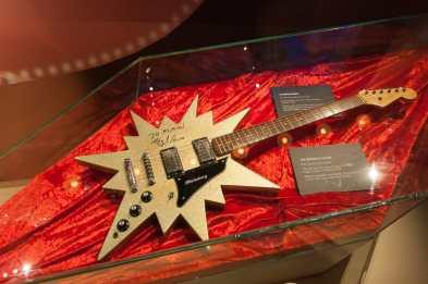 Signierte Gitarre von ABBA