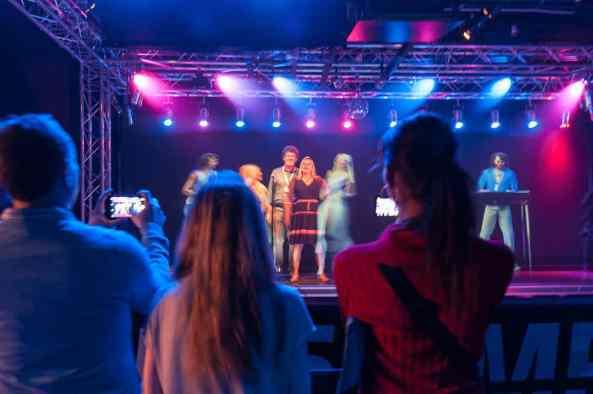 Mitsingen mit virtuellen ABBA-Mitgliedern