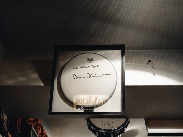 Signiertes Fell von Jazzmusiker Brian Blade.