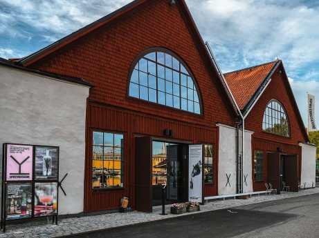 Eingang zum Spritmuseum in den alten Bootshäusern