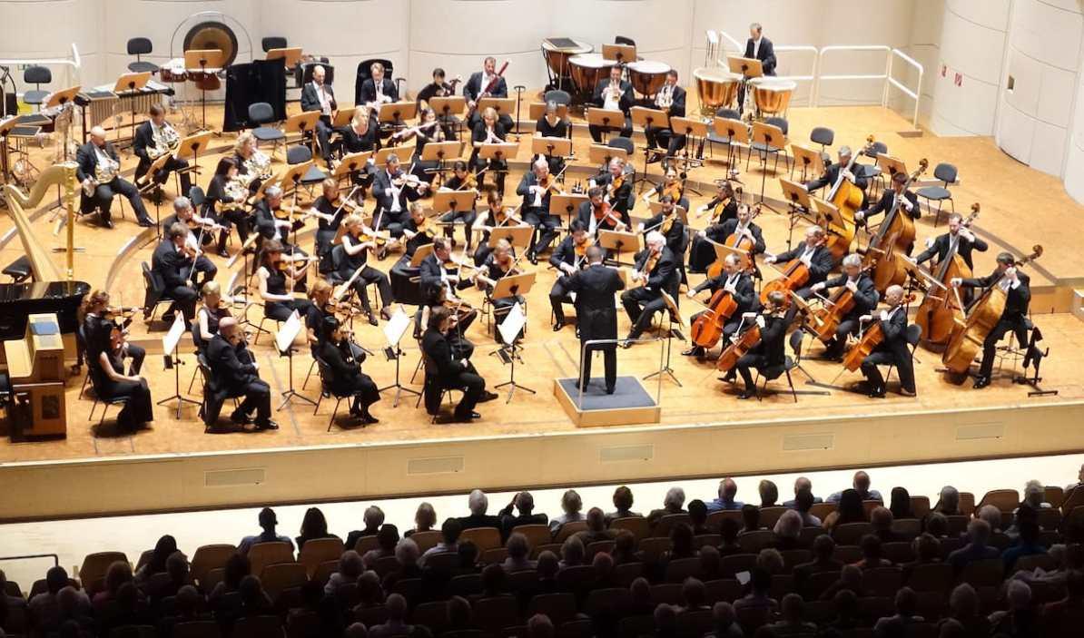 """Dortmunder Philharmoniker im Konzerthaus während Mendelssohn Bartholdy im 9. Philharmonischen Konzert 2018/2019 """"Wege und Gefährten"""", Foto: Anneliese Schürer/Dortmunder Philharmoniker"""