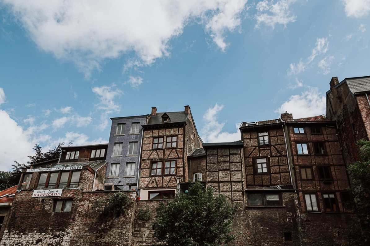 Rue du Palais mit alten schmalen Fachwerkhäusern