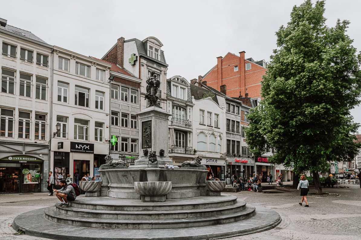 Fontaine de la Vierge - Marienbrunnen in Lüttich