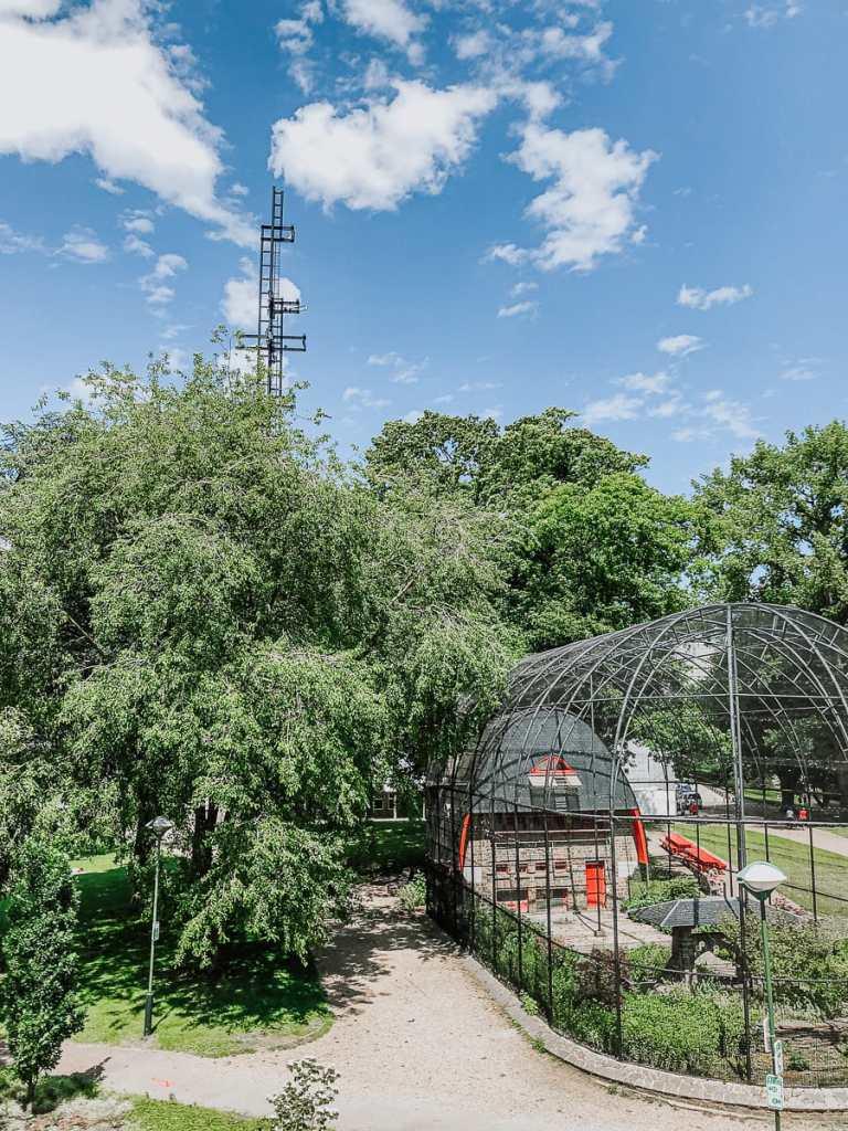 Vogelvoliere im Parc de la Boverie