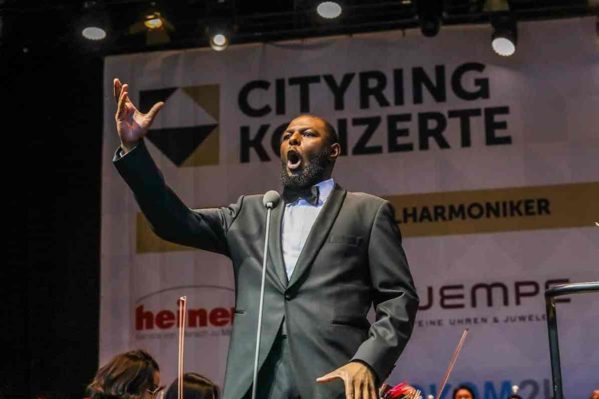 Mandla Mndebele während der Operngala im Rahmen der Cityring-Konzert 2019 auf dem Friedensplatz, Dortmund, Foto: Jan Heinze/Stephan Schütze