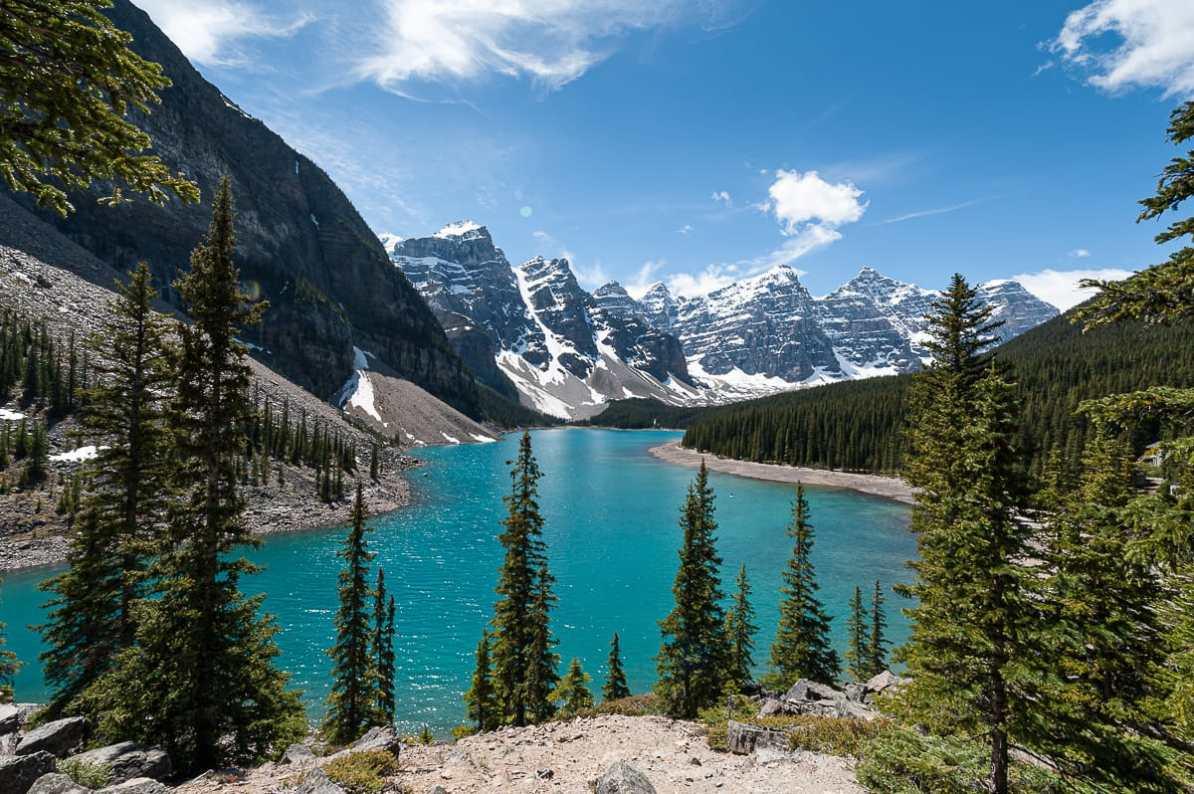 Blick auf den Moraine Lake im the Valley of Ten Peaks, Banff National Park.