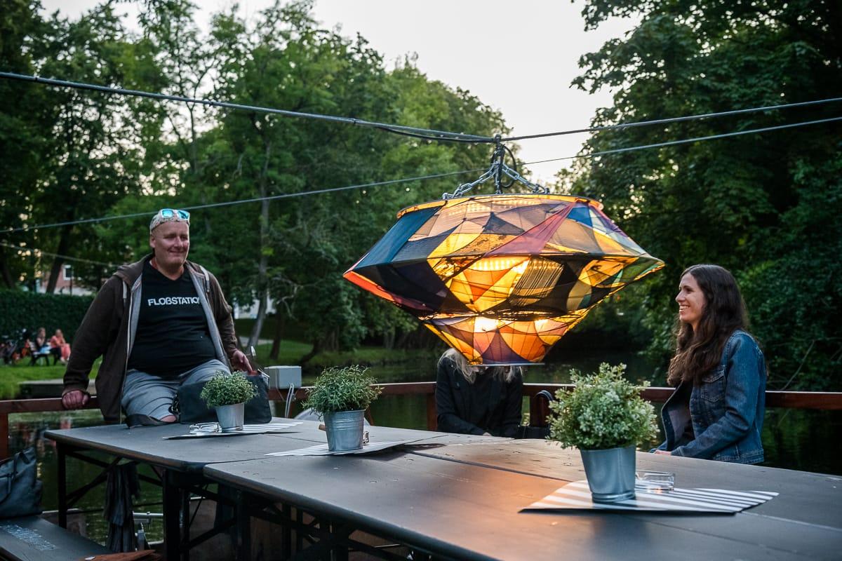 """#07 Color-floating - eine Installation """"schwebt"""" über unser Floß"""