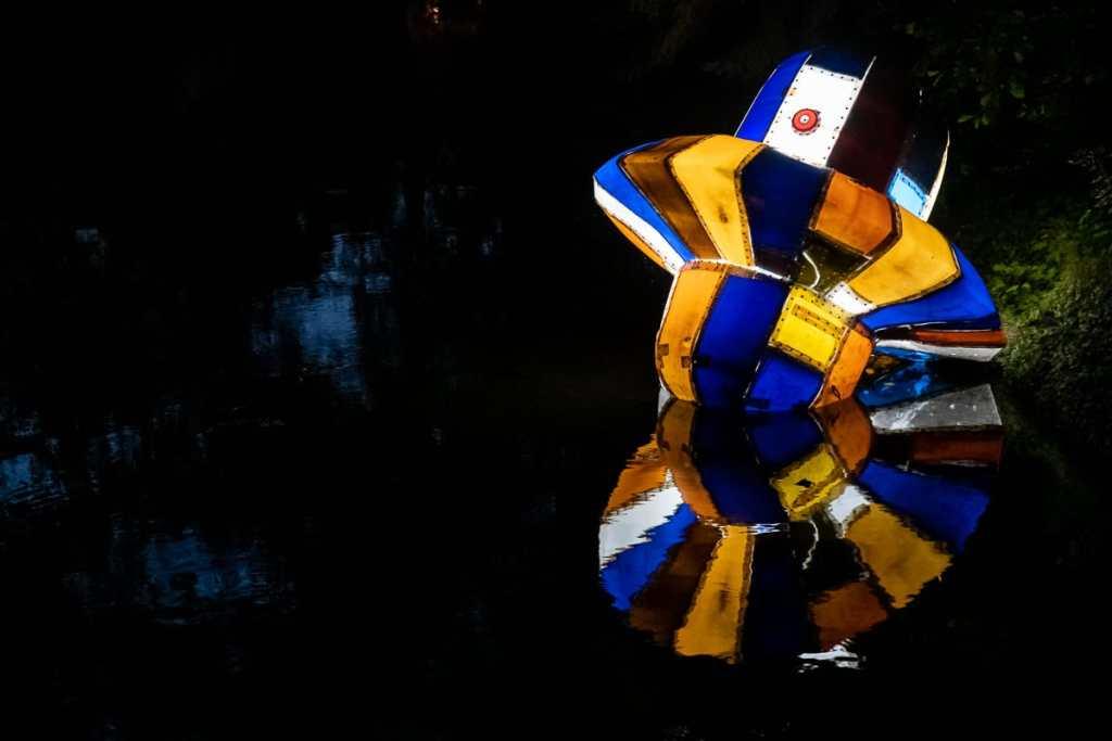 """Exponat #13 """"stranded drifter"""" von Sven-Julien Kanclerski beim Lichtparcours 2020"""