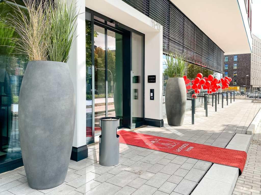 Willkommen im Leonardo Dortmund Hotel - Eingangsbereich am Burgwall.