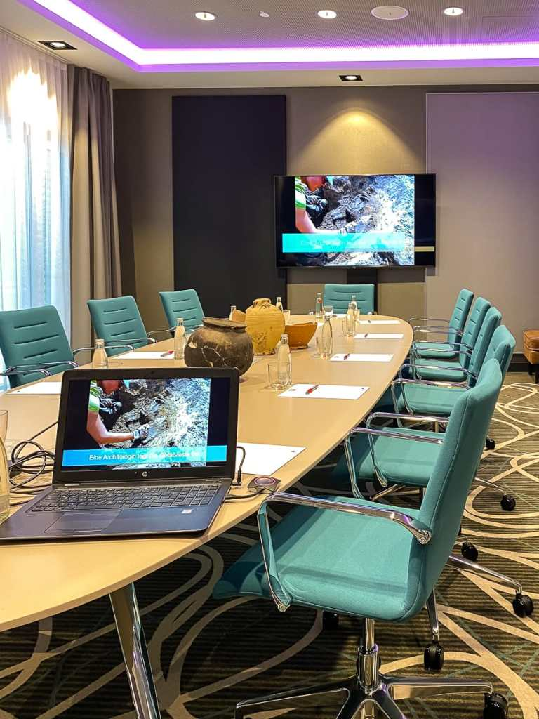 Boardroom für 12 Leute im Leonardo Dortmund Hotel.