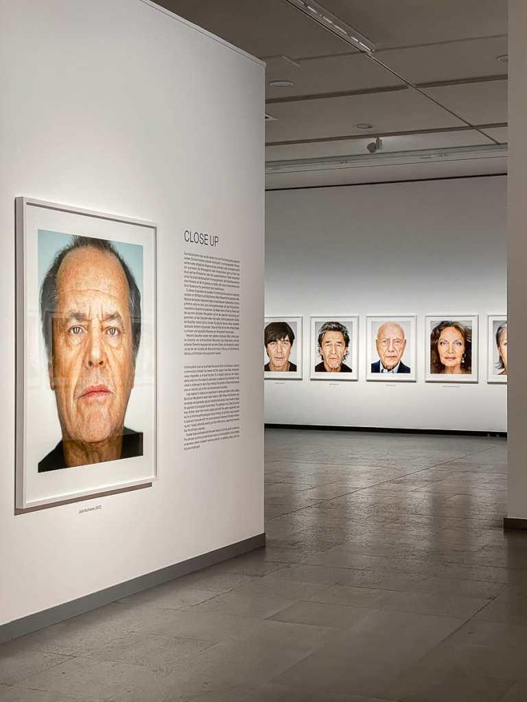 Close up von Martin Schoeller -  Portrait von Jack Nickolson im Eingangsbereich.
