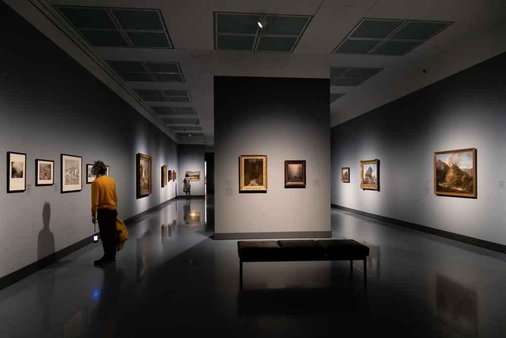 Weiterer Blick in Teil VII der Ausstellung Caspar David Friedrich & die Düsseldorfer Romantiker: Mittelalter-Romantik - Lebenswege und Pilgerreisen