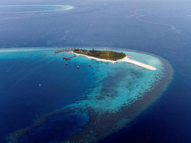 snorkeling-maldives-resorts-maayafushi-island