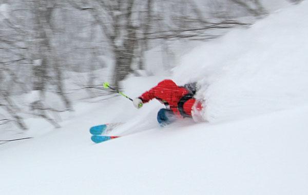 Riki Nakajima powder skiing Alts Bandai
