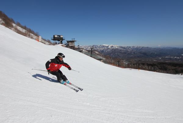 Ski Patroller skiing Kusatsu