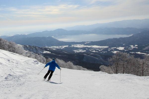 Skier with views at Tazawako Akita Prefecture