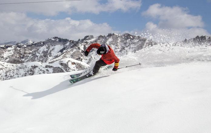 Powder skiing Kandatsu Yuzawa