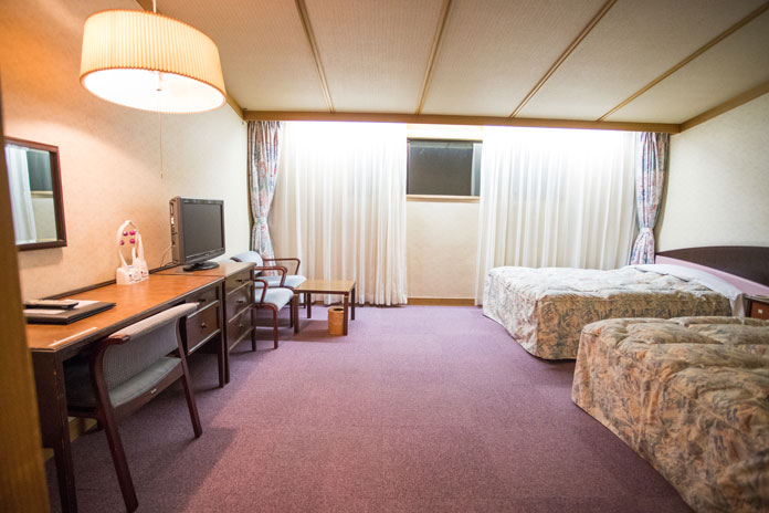 Iwakura Resort Hotel twin queen bed western room