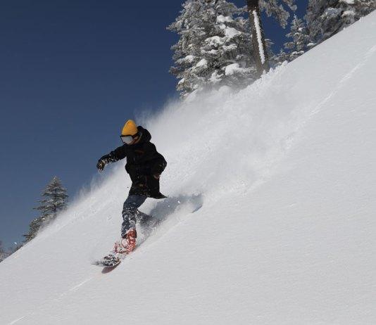 Snowboarding at Manza Onsen