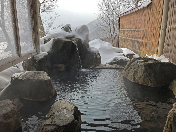The indoor/outdoor onsen at Chalet Marunuma, MArunuma Kogen Ski Resort
