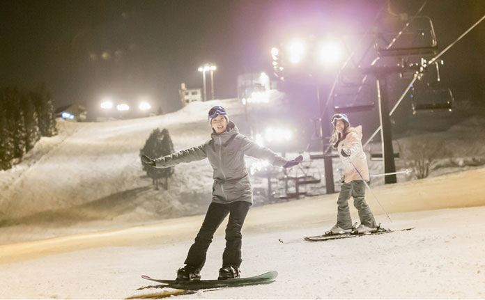 For close to Tokyo enjoy some of Japan's best night skiing at Ishiuchi Maruyama