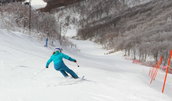 Skiing the steepest groomed trail at Minow ski area Aizu