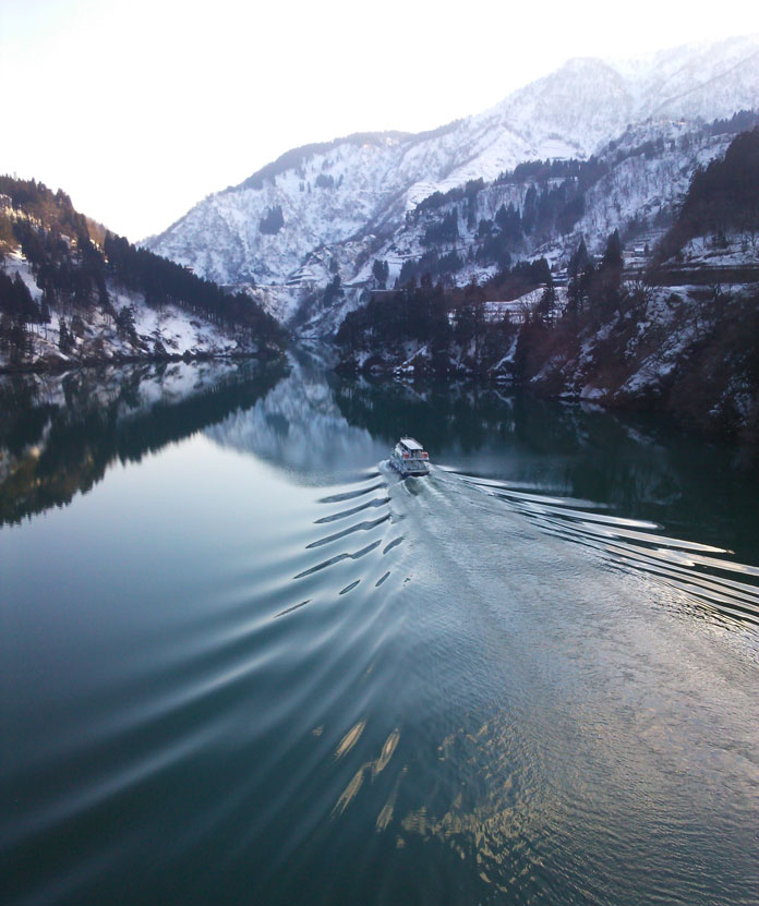 Shogawa River cruise, Nanto in winter