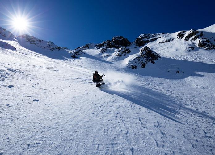Snowboarding Avalanche Gullyat mt Feathertop
