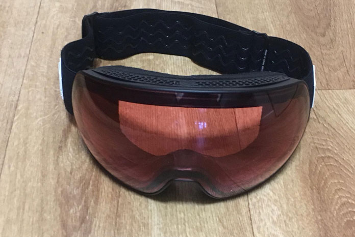 Clear rose colour lens mode on the Carve Scope goggles for lowlight skiing and riding