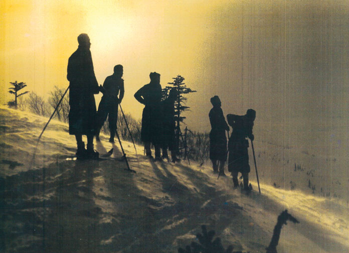 Historic Hakuba skiers on the Riesen Slalom course at Happo One