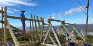 Fixing the Uni Tow snow fence at Mt MAwson, Tasmania