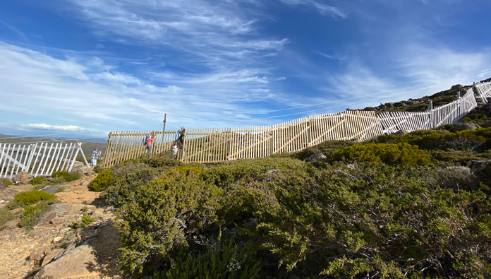 Fixing the Uni Tow fence at Mt Mawson, Tasmania