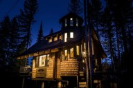 Come spoil yourself at Snow Bear Chalets! [Ponderosa]