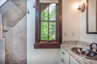 Ponderosa - Loft Bathroom